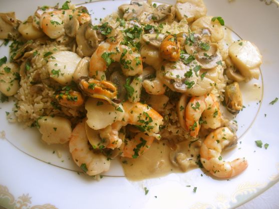 Shrimp with Mussels and Scallops in Cream Sauce