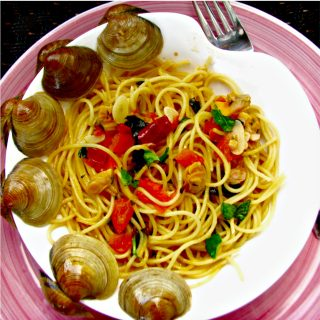 Cesar Benelli's Spaghetti with White Clam Sauce, and How to Cook with Fresh Clams