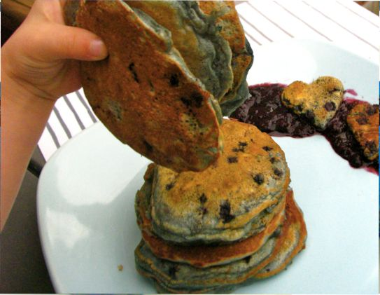 Cast Iron Cooking: Blueberry Walnut Buttermilk Pancakes