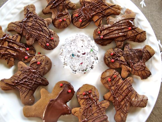 Gingerbread Men with chocolate by angela roberts