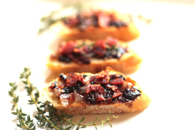 Crostini with Crispy Prosciutto Party Sandwiches from Spinach TIger