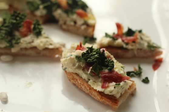 Post image for Tuscan White Bean Bruschetta with Crispy Kale and ...