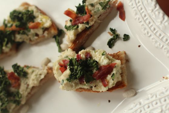 Tuscan White Bean Bruschetta with Crispy Kale and Prosciutto - Spinach ...