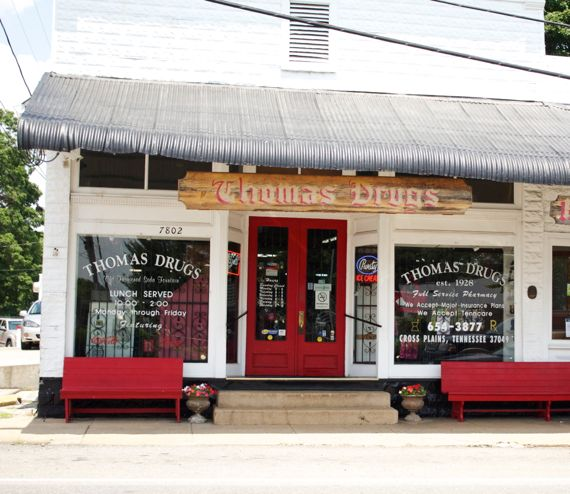Post image for Thomas Drugs Old Time Soda Fountain Operating Since 1930 in Crossplains,TN