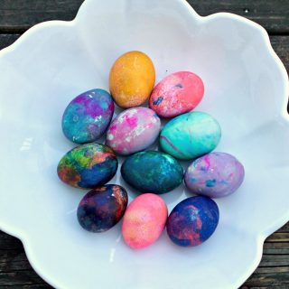 How to Color Eggs for Easter with Whipped Cream