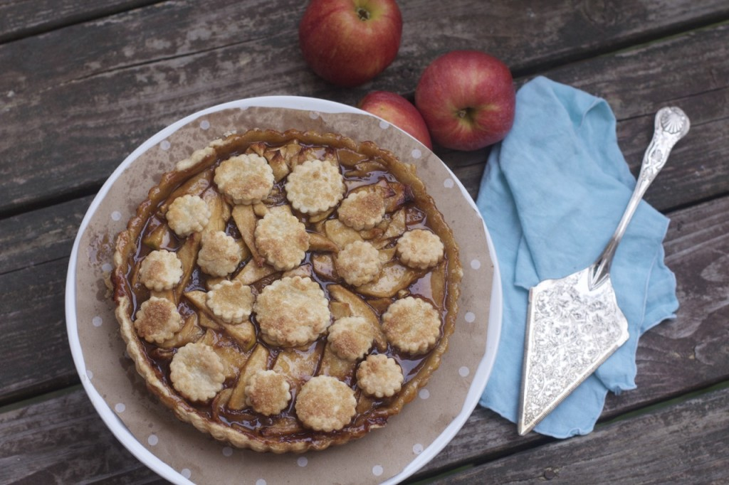 Caramelized Apple Tart by Spinach Tiger