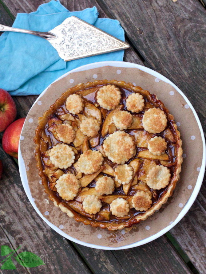 Best apple desserts: Caramelized Apple Pie with decorative pie crust from Spinach Tiger