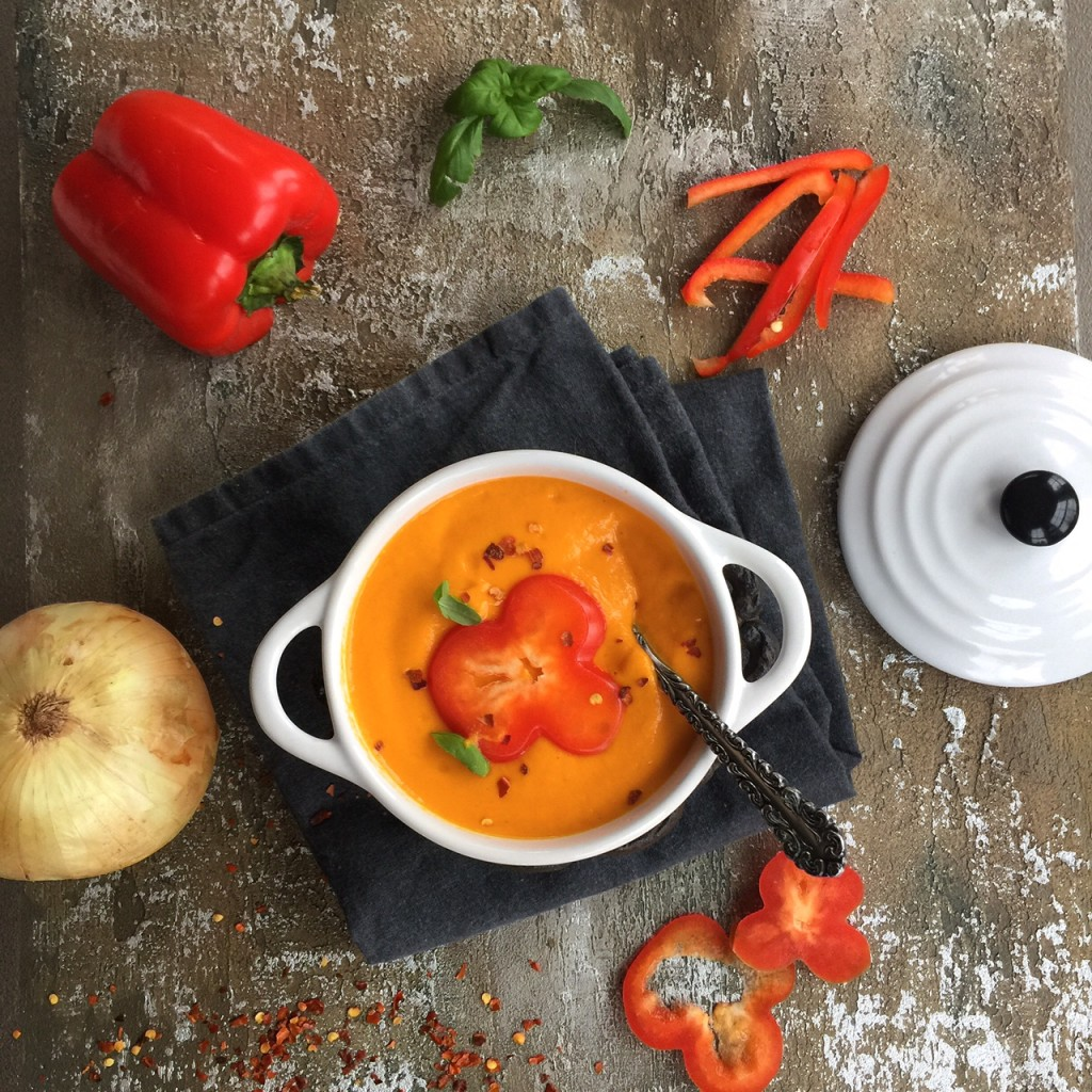 Weight Loss Paleo Soups - Roasted Red Pepper Soup from Spinach Tiger