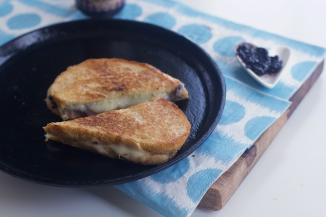 How to Cook Grilled Cheese in Cast Iron Pan from Spinach Tiger