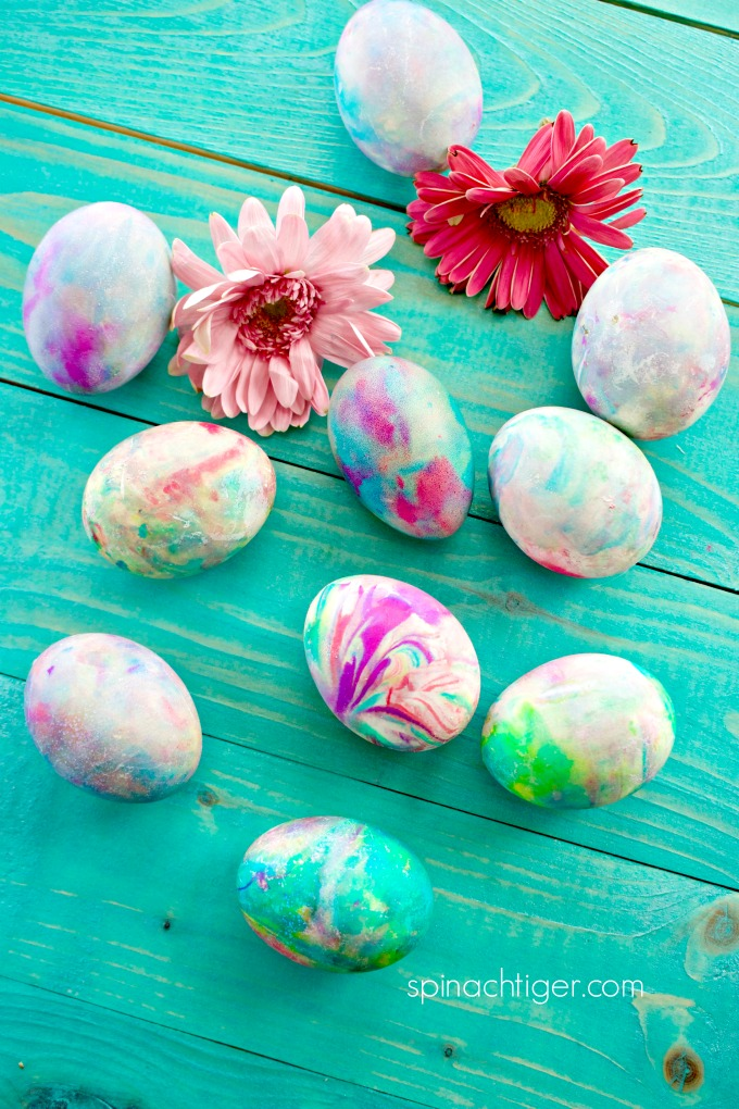 Make Color Eggs for Easter with Whipped Cream