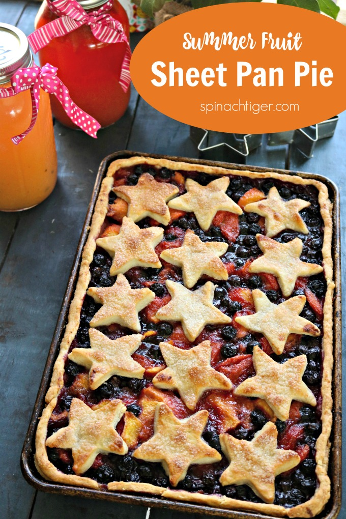 Sheet Pan Slab Pie with Summer fruit from Spinach Tiger #sheetpanrecipe #sheetpandessert #sheetpanpie #slabpie #blueberrypeachpie #pie #summerfood #sheetpanpierecipe #sheetpancrustrecipe